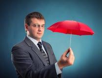 Homme d'affaires avec un parapluie image libre de droits