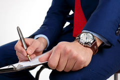 Homme d'affaires avec une horloge sur la main Photo stock