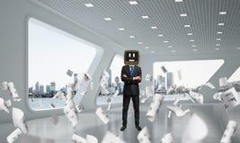 Homme d'affaires avec une vieille TV au lieu de tête Image libre de droits