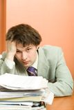 Homme d'affaires ayant le mal de tête photographie stock libre de droits
