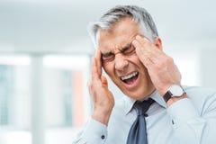 Homme d'affaires ayant un mal de tête Image libre de droits