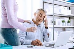 Homme d'affaires ayant un mal de tête Photographie stock