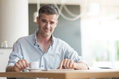 Homme d'affaires ayant une pause-café photo libre de droits
