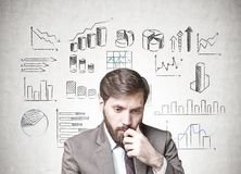 Homme d'affaires barbu dans le doute, infographics Image libre de droits