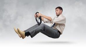 Homme d'affaires barbu drôle avec un volant Image libre de droits