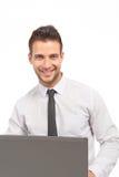 Homme d'affaires beau et confiant avec un cahier Photos stock