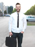 Homme d'affaires bel amical et souriant images stock