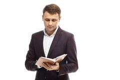 Homme d'affaires bel avec le journal intime Photographie stock libre de droits