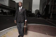 Homme d'affaires bel dans la ville Photo libre de droits