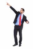 Homme d'affaires bel de sourire dirigeant le doigt Images stock