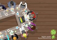 Homme d'affaires Brainstorming Analysis de travail d'équipe de vecteur du plan marketing avec des crayons, stylos, tâche de carne Image stock