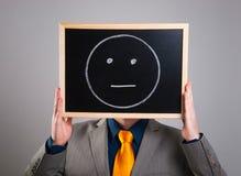 Homme d'affaires cachant son visage avec un panneau d'affichage blanc avec un neutra Images libres de droits