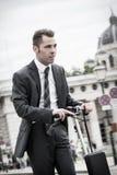 Homme d'affaires chargé dans le mouvement Image stock