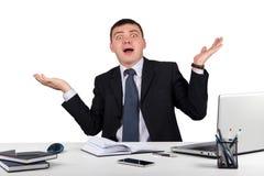 Homme d'affaires choqué dans la panique d'isolement sur le fond blanc Photos libres de droits