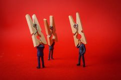 Homme d'affaires Clothespin Headache image stock
