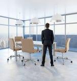Homme d'affaires In Conference Room Image libre de droits