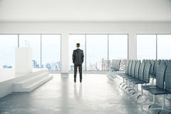 Homme d'affaires In Conference Room Photos stock