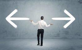 Homme d'affaires confus choisissant la manière Photographie stock libre de droits