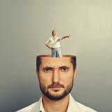Homme d'affaires contrarié avec la tête ouverte Photos libres de droits