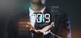 Homme d'affaires Creating Futuristic Circle HUD Hologram image libre de droits