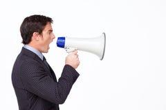 Homme d'affaires criant par un megaphon image libre de droits