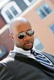 Homme d'affaires d'afro-américain dans la ville images stock