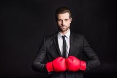 Homme d'affaires dans des gants de boxe Photos stock