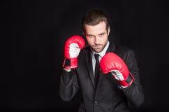 Homme d'affaires dans des gants de boxe Image libre de droits