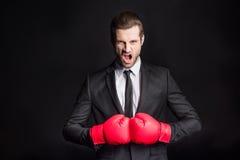 Homme d'affaires dans des gants de boxe Images libres de droits