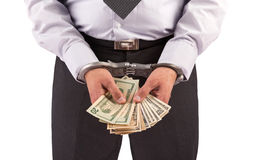 Homme d'affaires dans des menottes arrêtées pour le paiement illicite Images libres de droits
