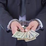 Homme d'affaires dans des menottes arrêtées pour le paiement illicite Photos stock
