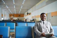 Homme d'affaires dans l'aéroport Photographie stock