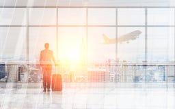 Homme d'affaires dans l'aéroport Photographie stock libre de droits