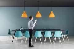 Homme d'affaires dans la salle de réunion Photo libre de droits
