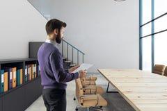 Homme d'affaires dans la salle de réunion Photographie stock