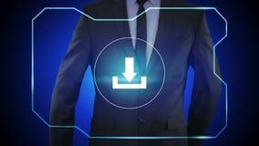 Homme d'affaires dans le bouton noir de téléchargement de pressing de costume sur l'écran virtuel, banque de vidéos