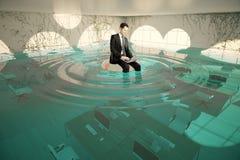 Homme d'affaires dans le bureau inondé Photos stock