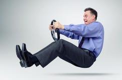 Homme d'affaires dans le conducteur de voiture de lien avec un volant Image stock
