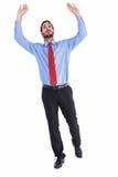Homme d'affaires dans le costume soulevant avec l'effort photographie stock