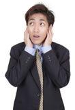 Homme d'affaires dans le démenti n'écoutant pas Image stock