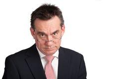 Homme d'affaires dans le procès avec le regard sévère photo libre de droits