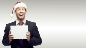Homme d'affaires dans le signe de fixation de chapeau de Santa Image libre de droits