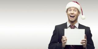 Homme d'affaires dans le signe de fixation de chapeau de Santa Photos libres de droits