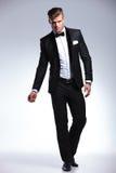 Homme d'affaires dans le smoking de mode Photographie stock libre de droits