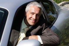 Homme d'affaires dans le véhicule Photo stock