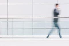 Homme d'affaires dans un couloir futuriste, y compris l'espace de copie Photos libres de droits
