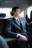 Homme d'affaires dans un véhicule Image stock