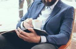 Homme d'affaires dans une veste bleue photo libre de droits