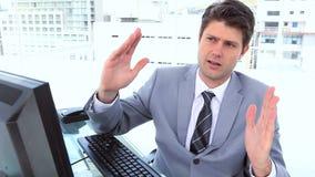 Homme d'affaires dans une vidéoconférence banque de vidéos