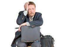 Homme d'affaires de déplacement malheureux. Photographie stock libre de droits